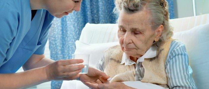 KRANKENPFLEGE: Körperpflege, Umkleiden,  Hilfe beim Bewegen, Arzneimitteln, Begleitung zur Toilette, etc.